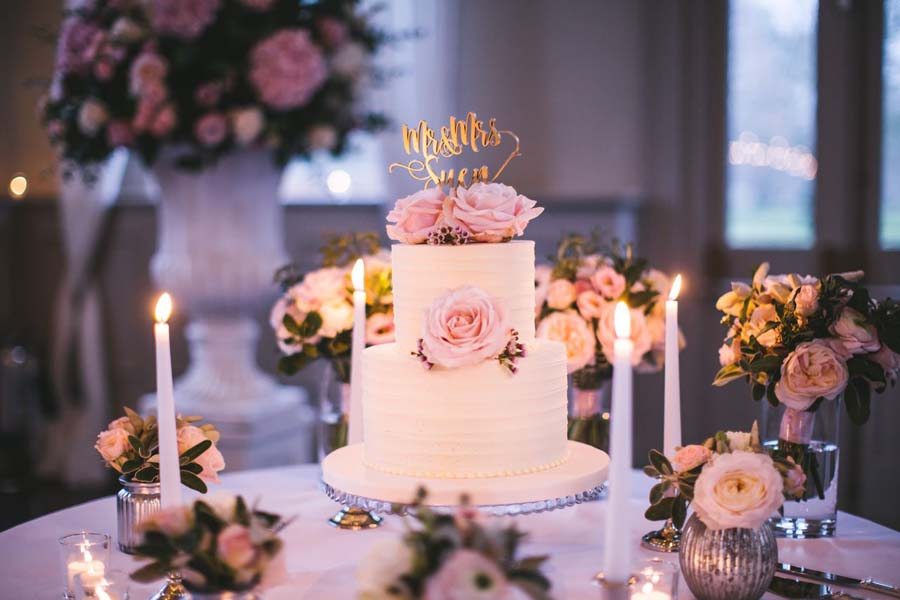 The Complete Guide To Wedding Cake Flavors The Wedding Blogger